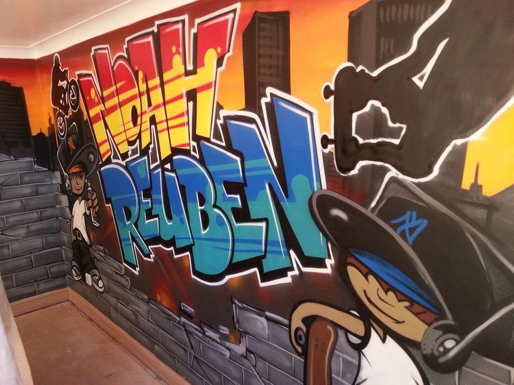 граффити в комнате подростка