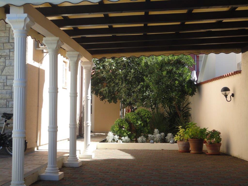 Semi-open terrace and BBQ