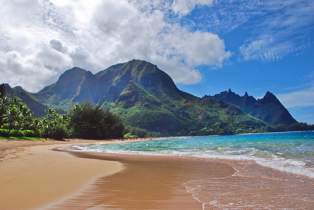 Golden sand and turquoise water at Tunnels Beach, Kauai