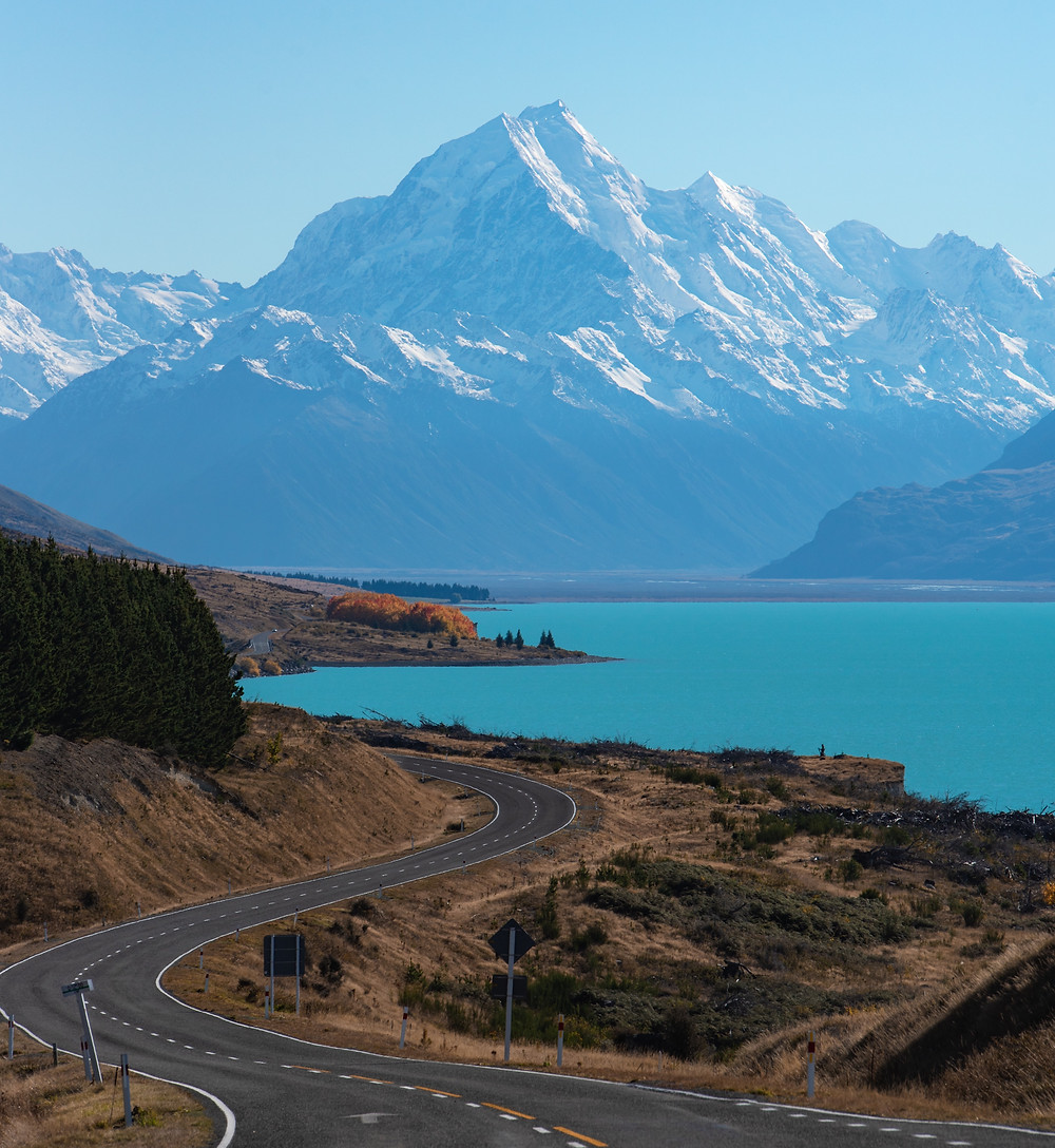 View of Mount Cook from Peter's Lookout at Lake Pukaki in New Zealand.