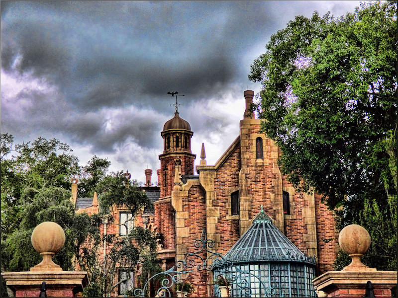 Exterior of Haunted Mansion at Disney World