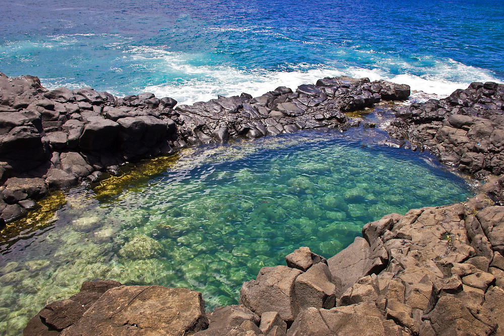 The clear waters of Queens Bath, Kauai in the afternoon.