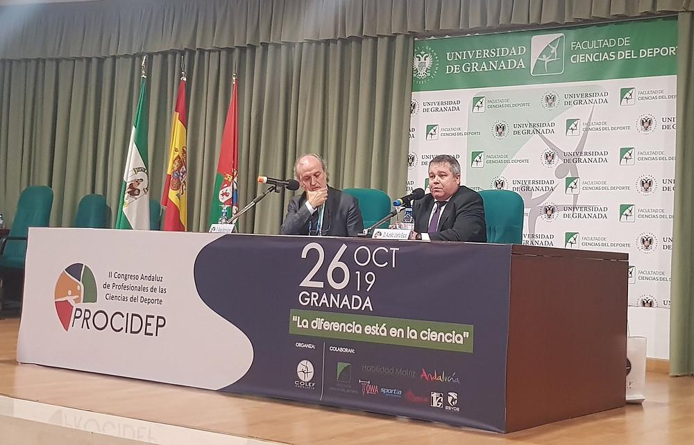 Rafael Martín Acero (izda.) y Aurelio Ureña (dcha.) en un momento de la conferencia inaugural.