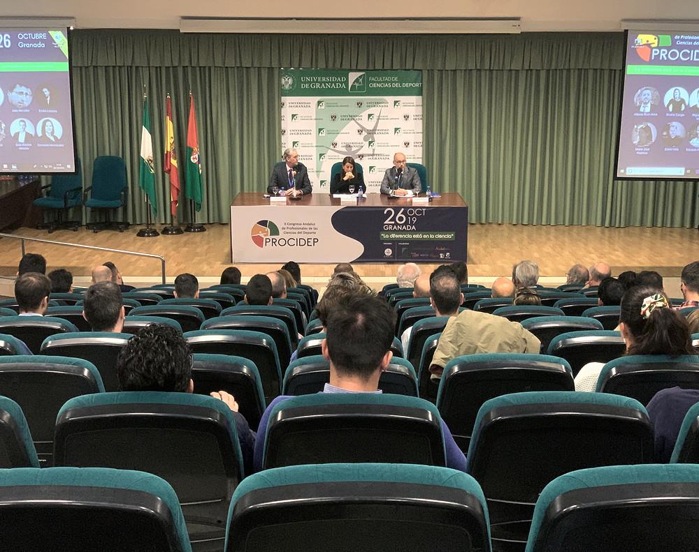 Momento del Acto Inaugural presidido por María de Nova con Pedro Lizaur a su derecha y Alejandro Serrano a su izquierda.