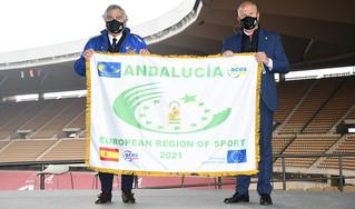 Andalucía recibe la bandera que la distingue como Región Europea del Deporte para 2021