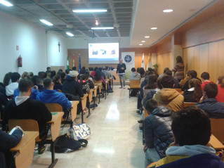 Alejandro Serrano visita a los alumnos de CEU Andalucía