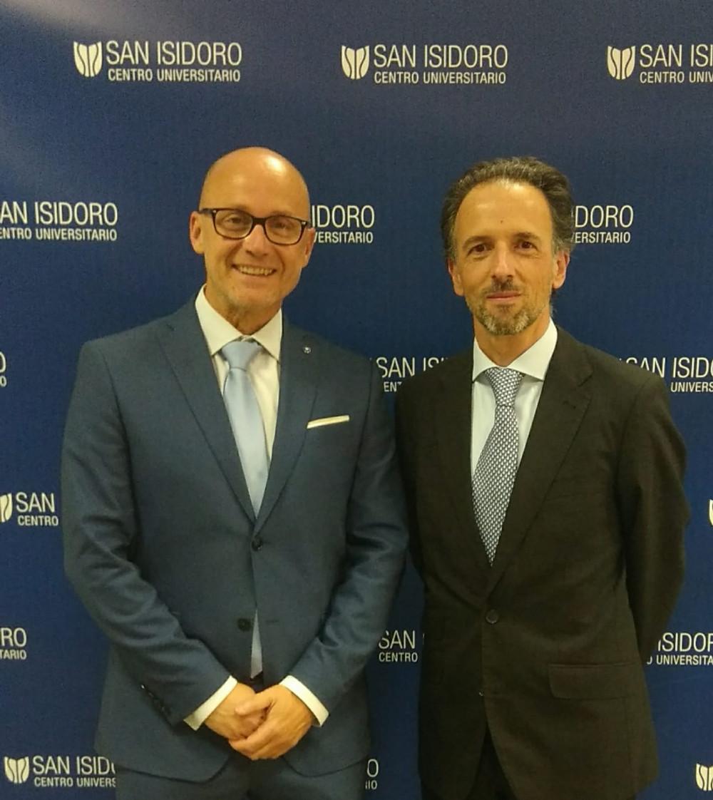 Alejandro Serrano con Cayetano Medina, director académico del CU San Isidoro.