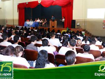 Iespes participa da Feira de Profissões do colégio Álvaro Adolfo
