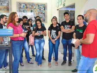 Alunos de Jornalismo visitam TV Tapajós e conhecem etapas da produção de conteúdos