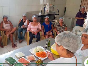 Alunos de Enfermagem realizam oficina sobre aproveitamento integral de alimentos na creche Seara