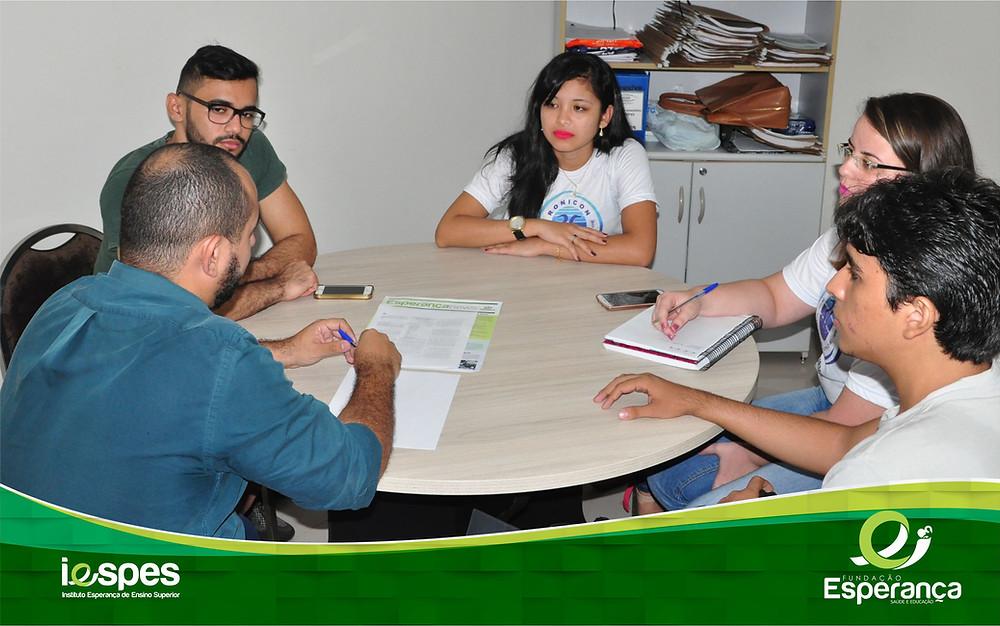 Membros da Empresa Júnior do Iespes se reuniram ontem com o diretor da instituição e apresentaram propostas da EJI