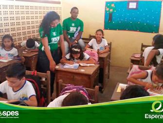 Alunos de Pedagogia realizam atividades lúdicas para ensinar crianças