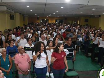 Calouros comemoram início da vida acadêmica durante Cerimônia do Jaleco no Iespes