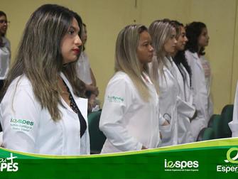 Acadêmicos de cursos da área da saúde participam da Cerimônia do Jaleco