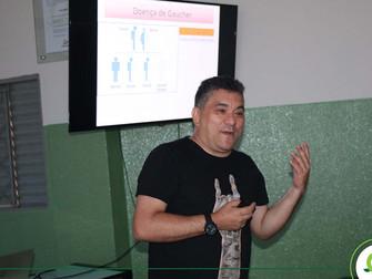 Turmas de Biomedicina recebem presidente do Conselho de Biomedicina para palestrar no Iespes