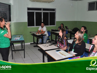 Funcionários recebem certificados do curso de Libras