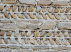 Un mur en galets. Villeneuve de Marc (38)