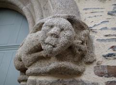 Petit être à la langue bien pendue. Eglise Saint Herbot Plonévez-du-faou (29)