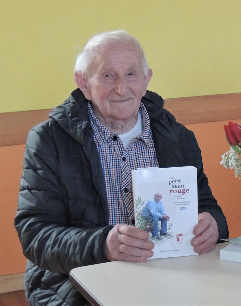 Marcel et son livre.