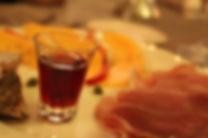Alteville propose une cuisine de terroir, a base de produits du terroir et de la ferme biologique, des etangs et forets du domaine