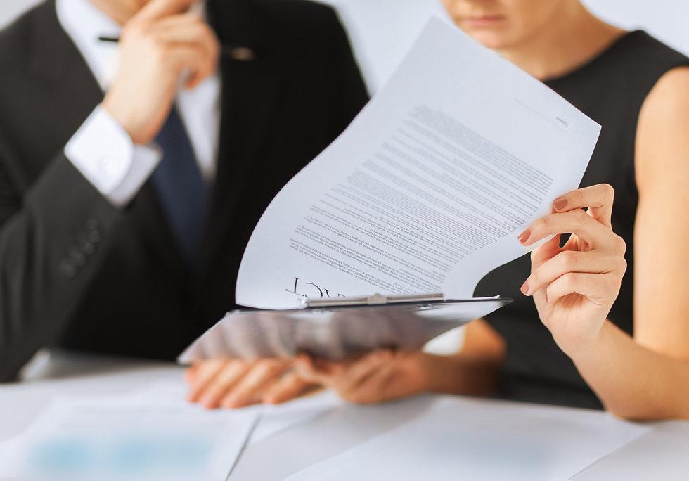 """ייעוץ משפטי לצורך התקשרות בהסכמים מגוונים, ביחס למודלים של  עסקאות שונות: יזמות, השקעה בנדל""""ן או רכישה/מכירה של אנשים פרטיים."""