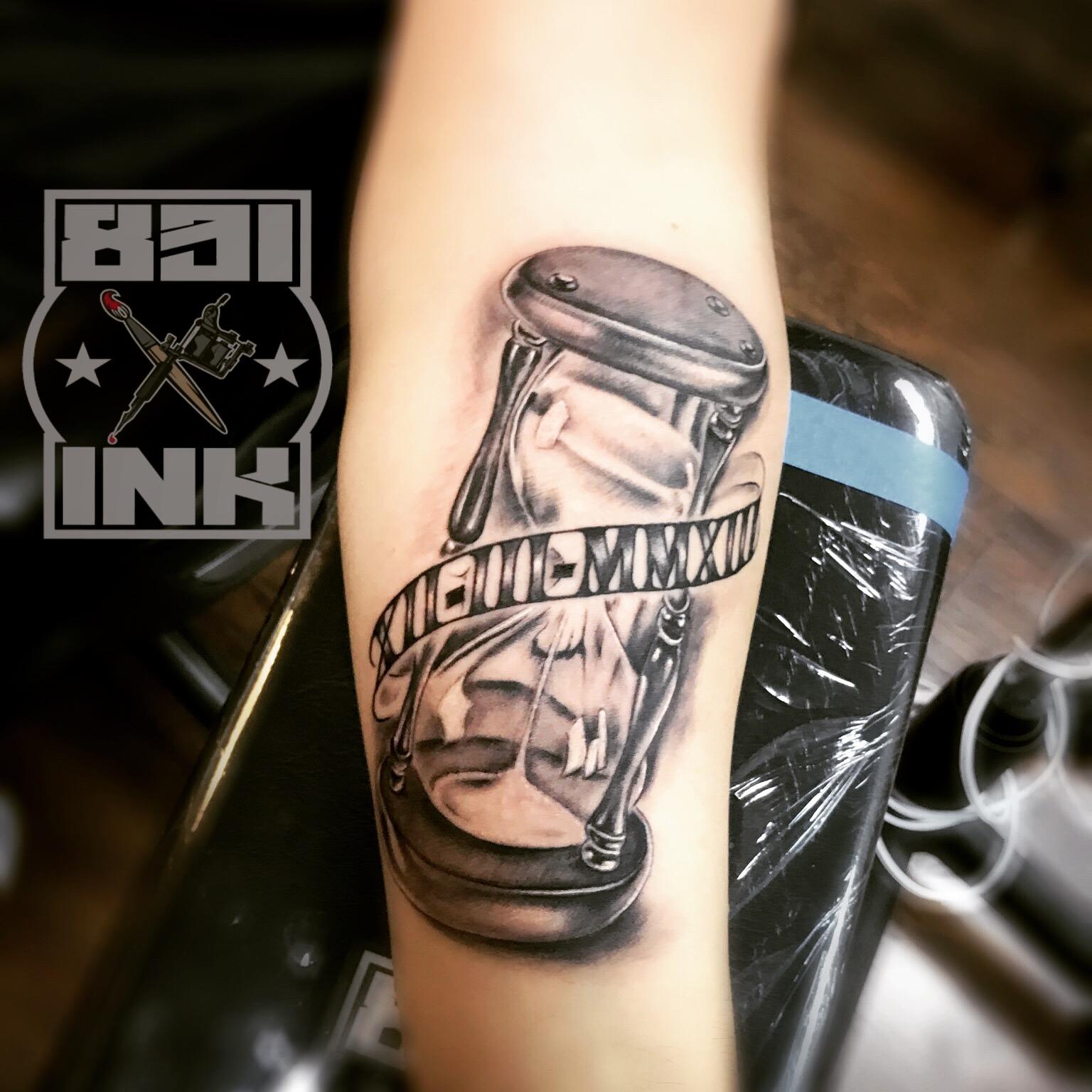 831 INK Hourglass