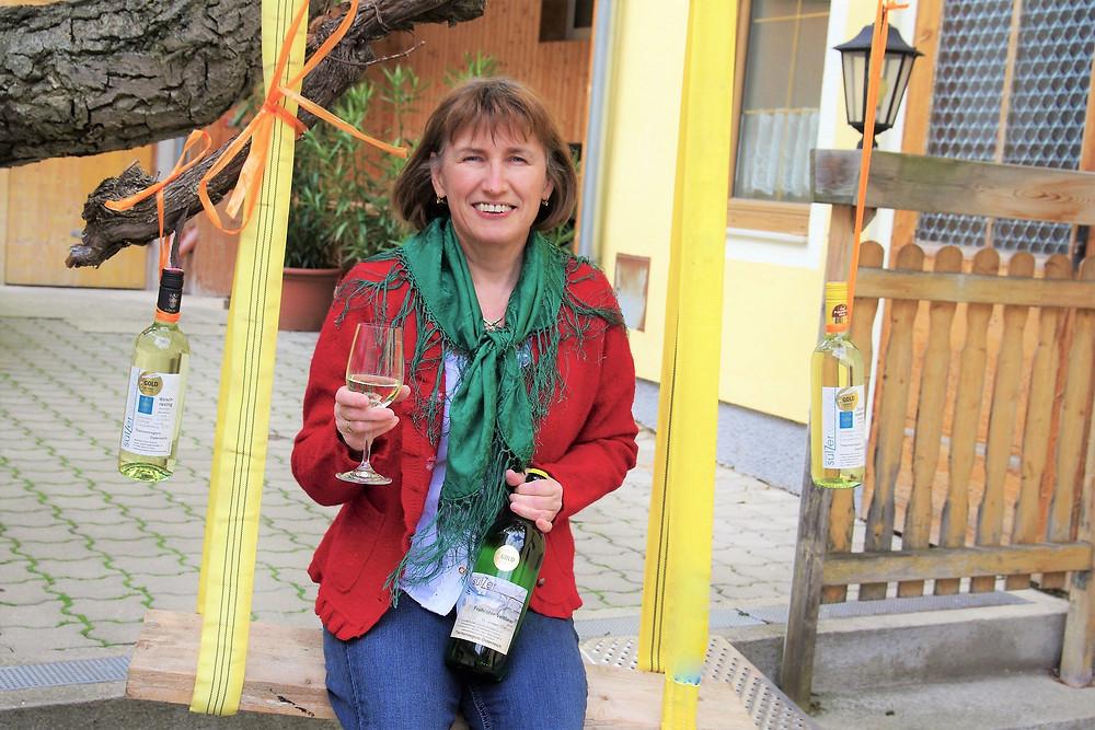 Ilse Sulzer ist überglücklich mit den drei Goldmedaillen bei der NÖ WEINprämierung.