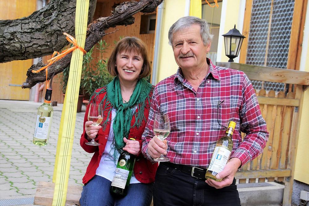 Ilse Sulzer und Erwin Sulzer freuen sich, dass ihre Weine wieder ausgezeichnet wurden.
