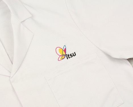 Itsu embroidered labcoat