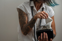 fazzoletto tatuaggi ricamo mani
