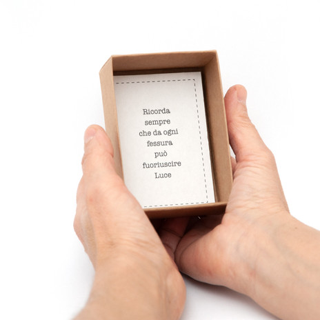cartoncino mani Riparàti.jpg