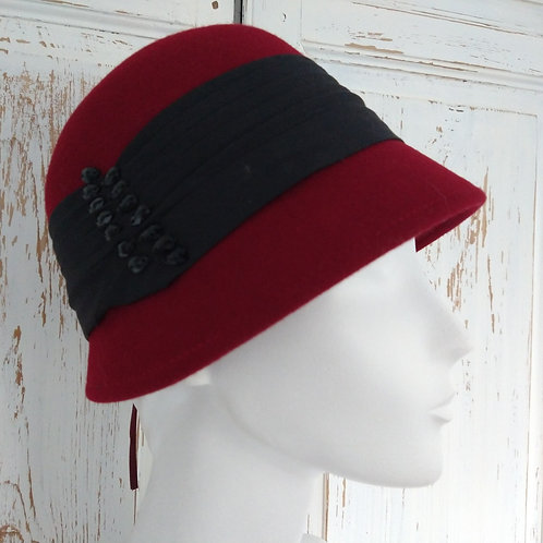 Formal Cloche Red Hat