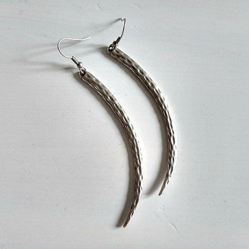 Hatti Textured Super long curve Earrings