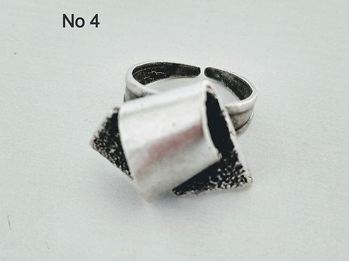Hatti Metal Ring No 4