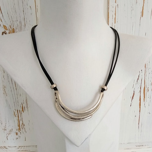 Hatti Double Back Metal Short Necklace