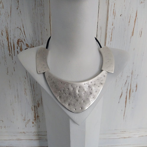 Hatti Large Metal Plate Short Necklace