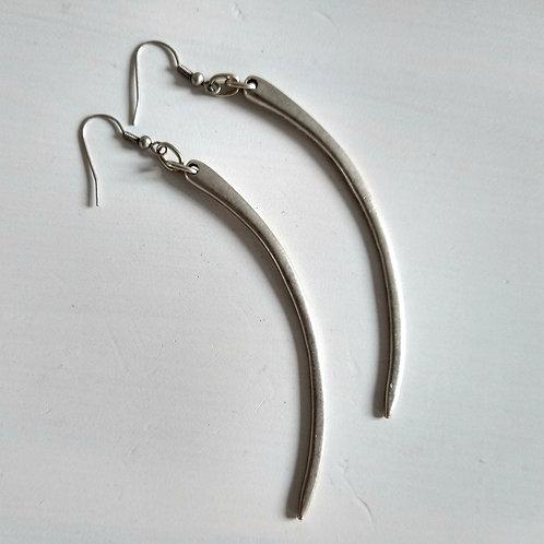 Hatti Smooth Long Curve Metal Earrings