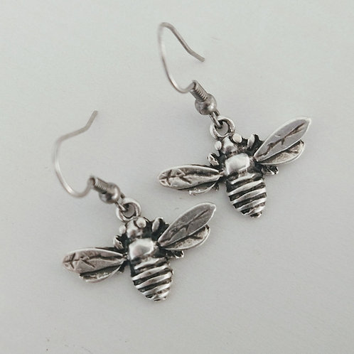 Hatti Metal Small Bee Earrings
