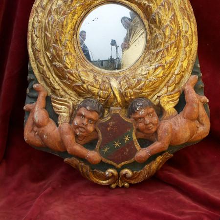 Italian Tondo Mirror in giltwood and pol