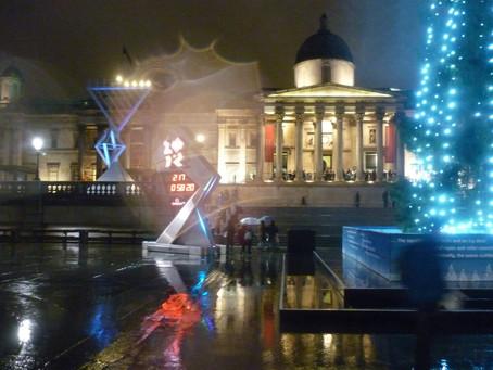 A pé, em Londres, porque é Natal