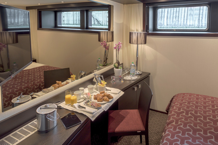 Avalon_Passion_Deluxe Stateroom_04.jpg