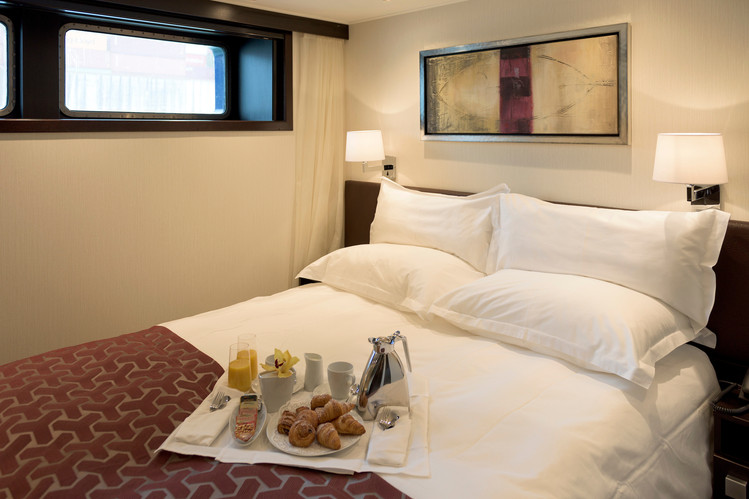 Avalon_Passion_Deluxe Stateroom_01.jpg