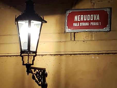Nerudova, a rua do escritor na rota do Menino Jesus de Praga
