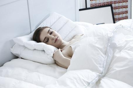 7 Cauze Mari ale Somnului Agitat și Cum să-l Înbunătățim