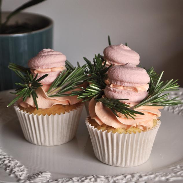 macaron cupcake.png
