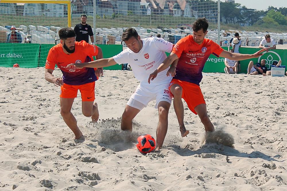 André Anton (weißes Trikot) steht wieder im Kader der Beach Boyz.
