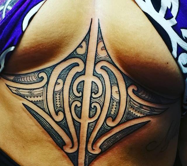 #sternumtattoo #maori @bradkamotattoo