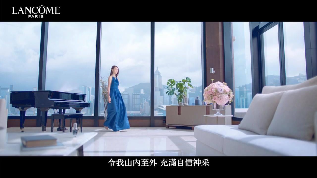 Be your own source of light ✨ 那天下了飛機就趕去拍攝這個廣告 香港還掛著3號颱風 一邊擔心著天氣問題 一邊還擔心自己皮膚的狀態 lancome貼心的安排了按摩師 先幫我消水腫 再幫我用Genifique保濕 天氣雖然時晴時雨 但拍攝卻非常順利 在傍晚還看到了彩虹🌈 感恩遇到好的團隊 也希望你們喜歡這一隻廣告! . . . . . #LancomeHK #Genifique #FindYourLight #GeorgJensenHK  #aperlai