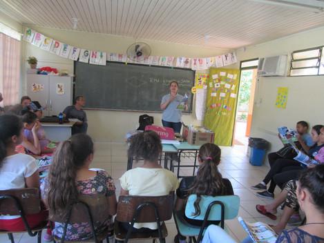 """Educação Ambiental: Tema """"Esgoto x Saúde"""" é debatido com mais de 600 alunos da rede pública municipa"""