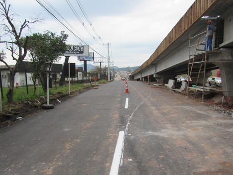 Trânsito na BR-158/RS, após viaduto da Duque de Caxias, será desviado para via lateral